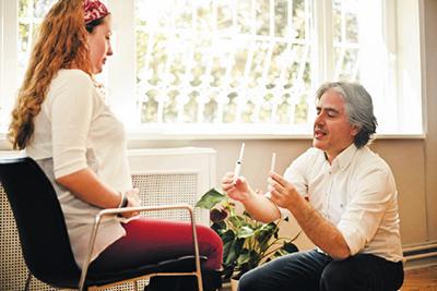 Emre Üstünuçar Şalom okurları için röportaj verdi - Emreden Haberler - Emre Üstünuçar - Sigarayı Bıraktıran Çocuk